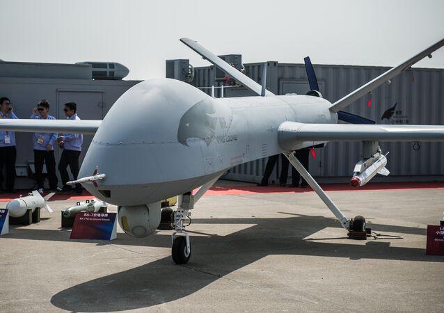 Drone chinês Yi Long, da Corporação da Indústria Aeronáutica da China (AVIC), é exibido durante a 9ª Exposição Internacional de Aviação e Aeroespacial da China em Zhuhai em 13 de novembro de 2012