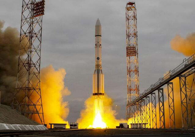 Lançamento do foguete Proton-M com satélite militar russo do cosmódromo de Baikonur, Cazaquistão (foto de arquivo)