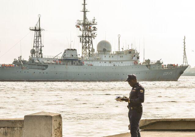 O navio russo Viktor Leonov SSV-175 em Havana
