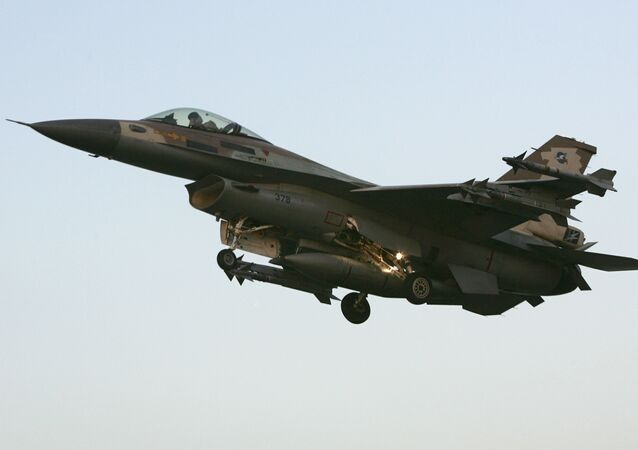 Jato de Israel F16C pousa na base aérea israelense de Ramat David, localizada no norte do país, depois de retornar de uma missão sobre o Líbano, 20 de julho de 2006
