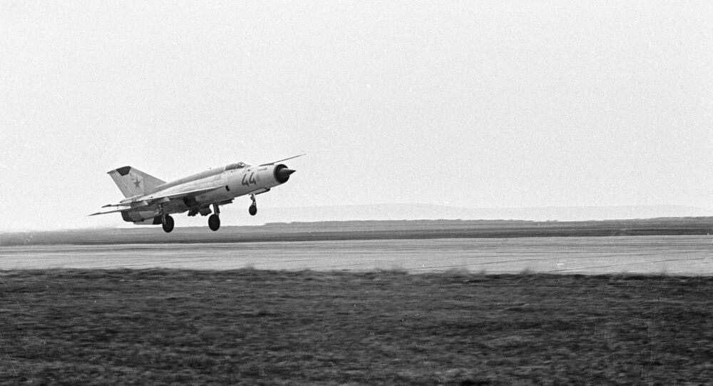 Jato soviético MiG-21, modelo usado por Marina Popovich para ultrapassar a barreira do som