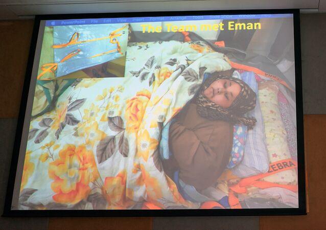 Uma imagem da egípcia Eman Ahmed Abd El Aty, que pesa cerca de 500 quilos é exibida na conferência de imprensa com a presença de seu cirurgião indiano Muffazal Lakdawala em Mumbai em 13 de fevereiro de 2017