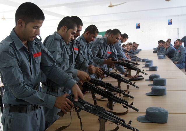 Soldados de polícia afegãos participam de treinamento em Lashkargah, capital da província de Helmand, em 24 de julho de 2016