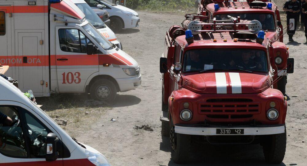 Caminhões de bombeiro e ambulância