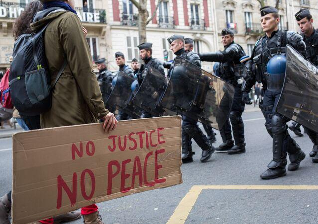 Marcha civil contra racismo e violência por parte da polícia que se deu na capital francesa, Paris