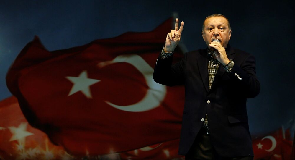 Presidente turco Recep Tayyip Erdogan discursando em comício em Istambul - 5 de março de 2017