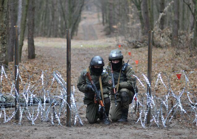 Militares ucranianos durante treinamentos dos instrutores da OTAN