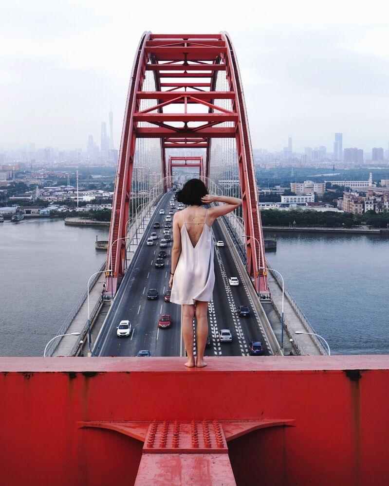 Foto tirada na Ponte de Xinguang em Guangzhou, uma ponte em arco de 428 metros num um único vão, que é um dos vãos mais longos no mundo