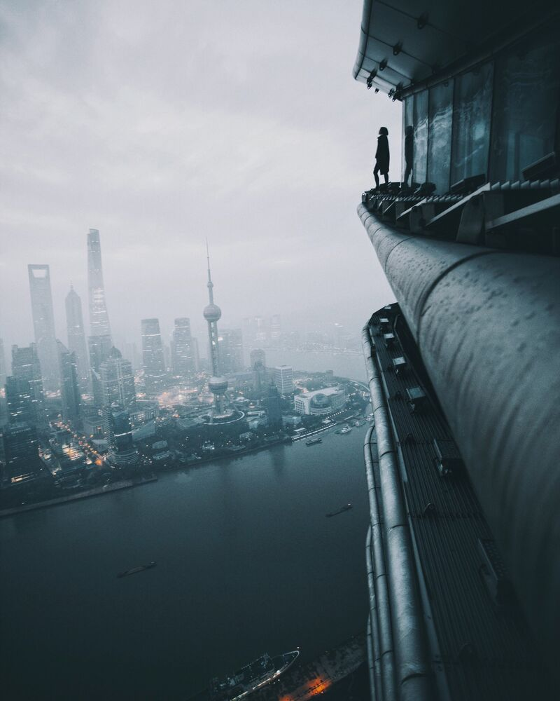 Estou duplamente viva, diz a descrição da imagem tirada no 70º andar de um edifício em Shanghai