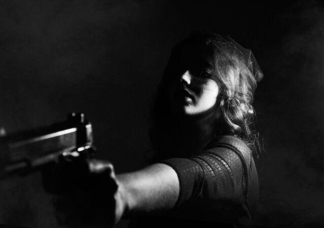 Uma mulher com arma