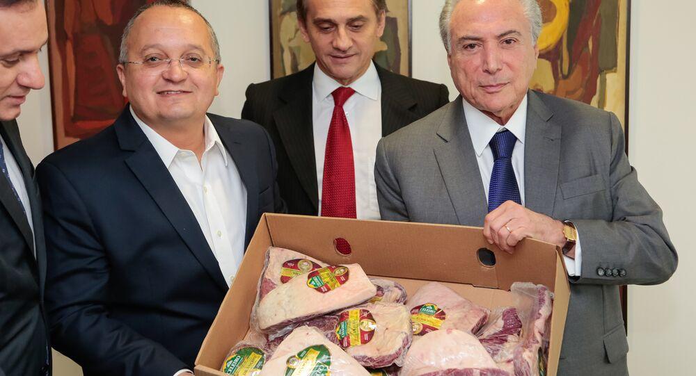 Michel Temer faz propaganda da carne brasileira em encontro com Pedro Taques, governador do Mato Grosso