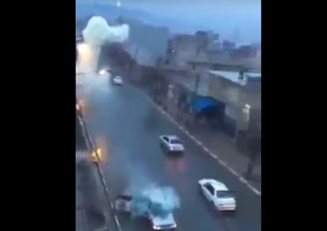 Raio atinge veículo em estrada do Marrocos