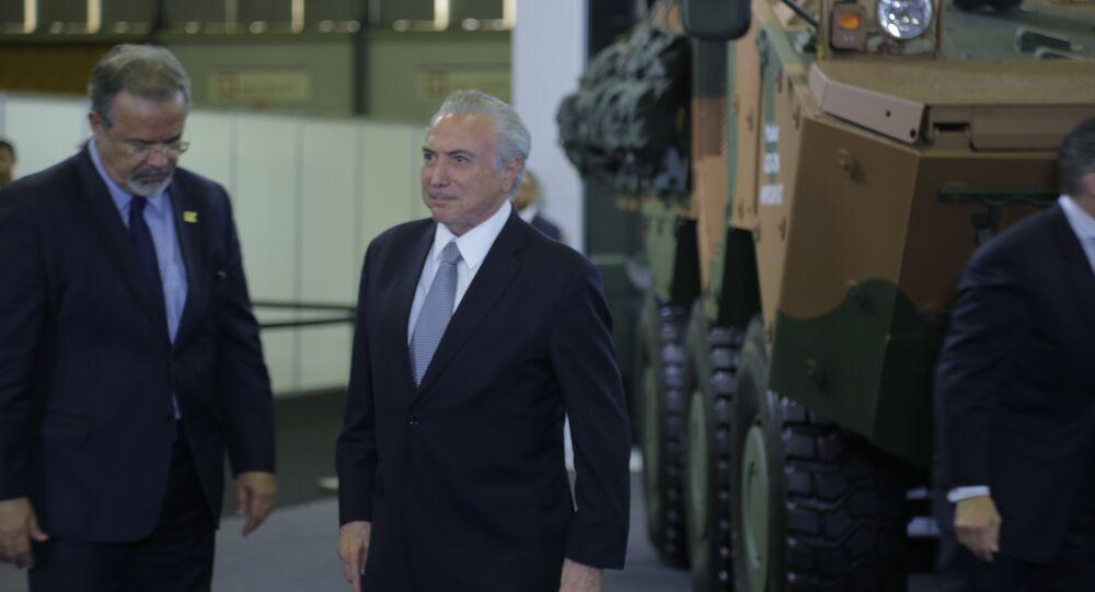 O presidente do Brasil, Michel Temer, e o ministro da Defesa, Raul Jungmann, na LAAD, maior feira de armamentos da América Latina, no Rio de Janeiro
