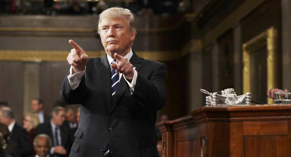 Presidente dos EUA Donald Trump reage após proferir o seu primeiro discurso em uma sessão conjunta na Câmara dos Representantes em Washington, EUA, 28 de fevereiro de 2017