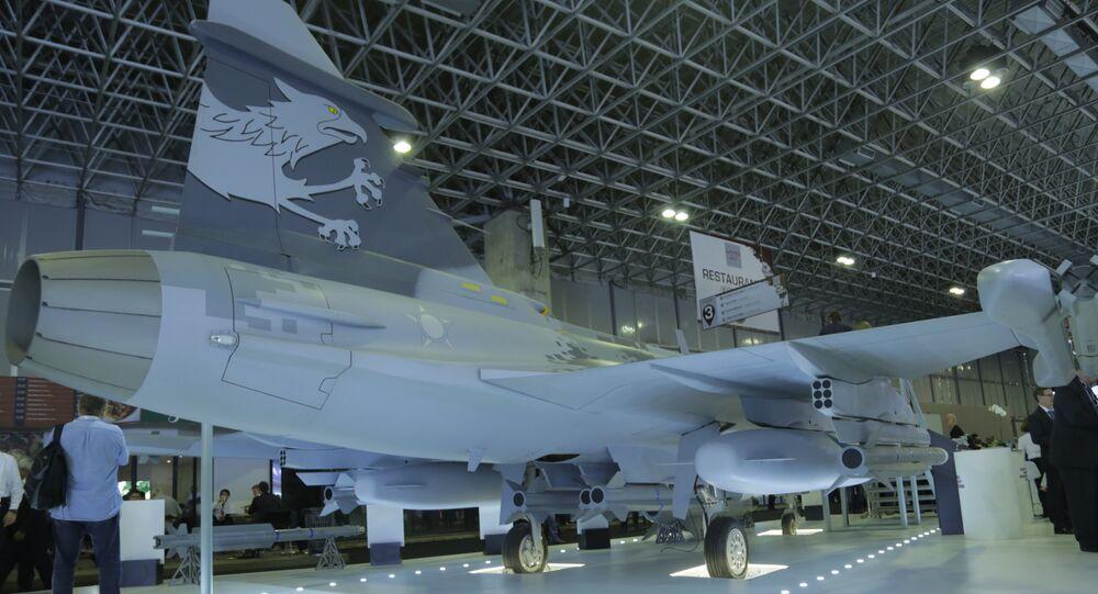 Empressa Saab exibe réplica em tamanho real do caça sueco Gripen NG