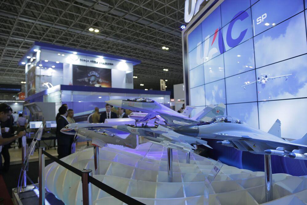 Empresa russa Corporação Unida para a Construção de Aviões apresenta suas aeronaves na LAAD 2017