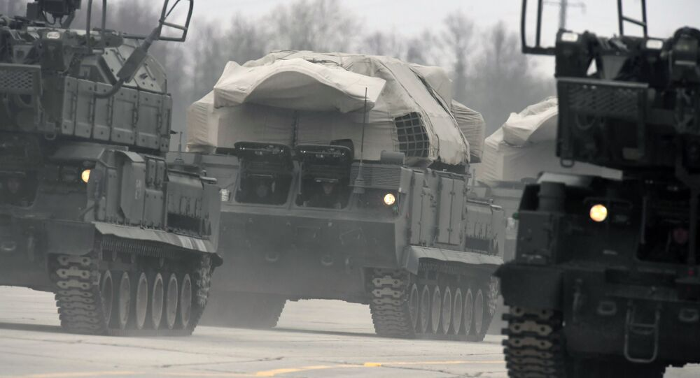 Sistemas de mísseis Buk M2 e Tor no centro de Moscou