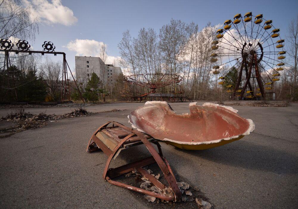Zona de Alienação da Usina Nuclear de Chernobyl (zona de exclusão ao redor do local do desastre nuclear de Chernobyl, cidade de Pripyat, Ucrânia)