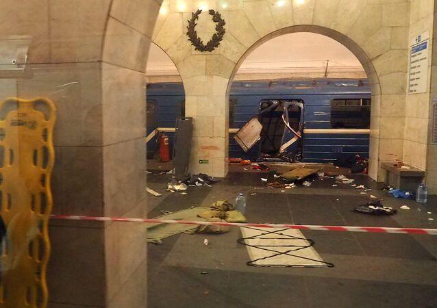 Trem do metrô de São Petersburgo danificado pelo ataque de 3 de abril de 2017
