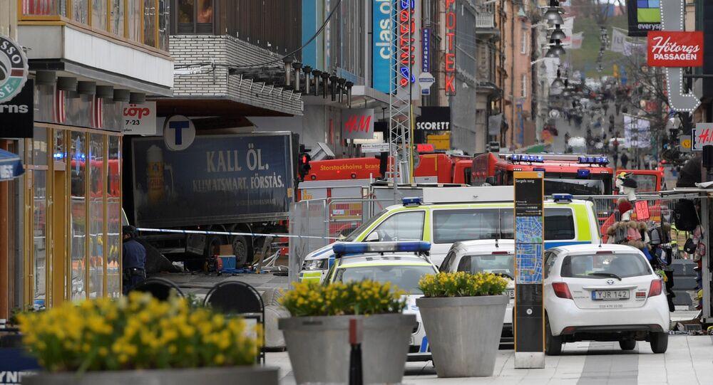 Estocolmo, Suécia, momentos depois de um caminhão ter atropelado uma multidão, 7 de abril de 2017