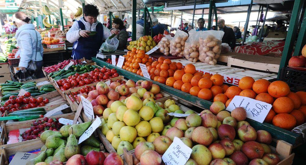 Mercado de frutas em Rostov no Don