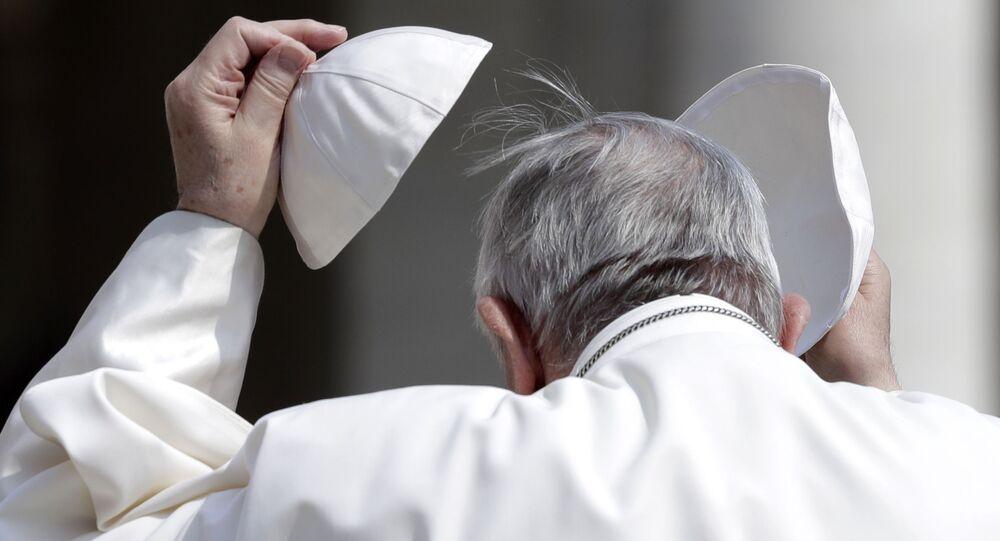 Papa Francisco muda solidéu