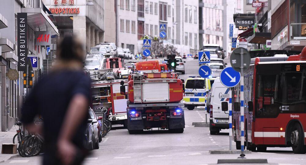 Serviços de emergência no local de acidente no centro de Estocolmo, 7 de abril de 2017