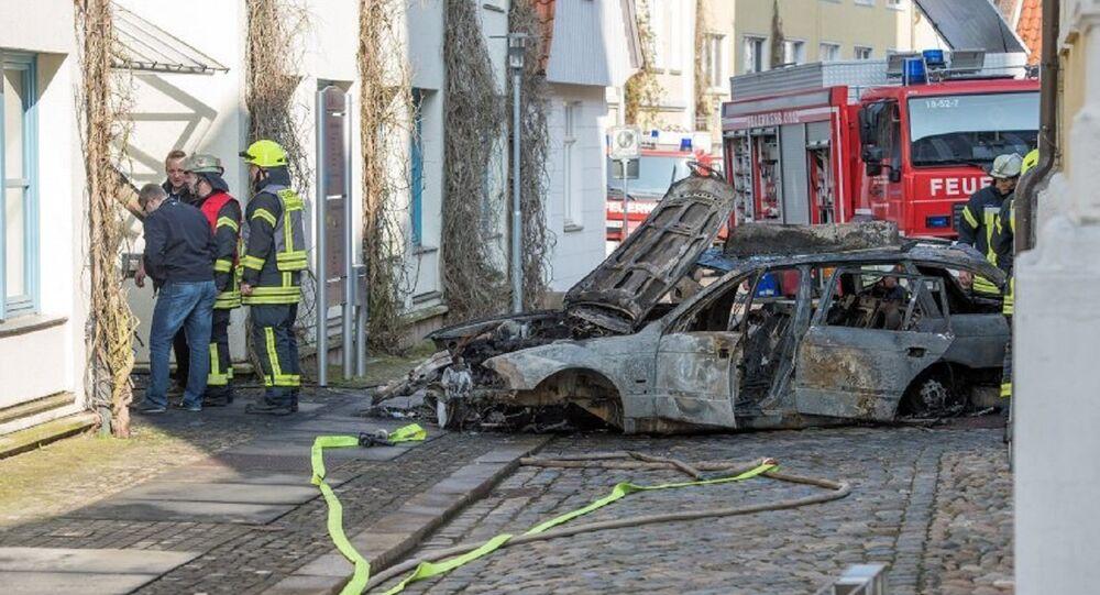 Carro após explosão em Vierden, Alemanha