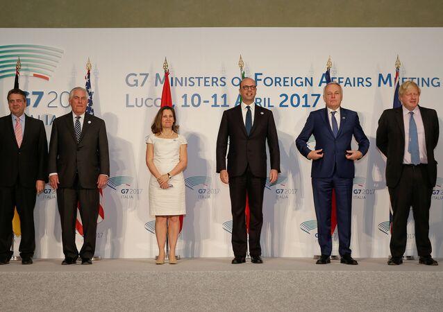 Foto coletiva dos chanceleres dos países do G7 durante uma reunião na cidade italiana de Lucca, em 11 de abril de 2017