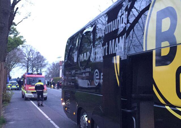 Uma janela do ônibus do Borussia Dortmund ficou danificada após uma explosão antes da partida pelas quartas de final da Liga dos Campeões contra o Monaco em Dortmund, Alemanha, em 11 de abril de 2017.