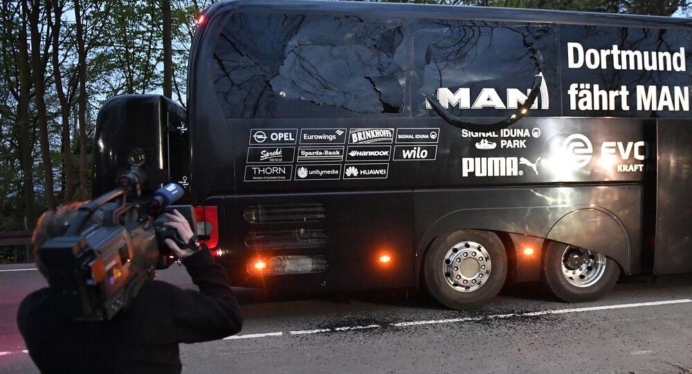 Ônibus do Borrusia Dortmund atingido por uma explosão nesta terça-feira, 11 de abril de 2017