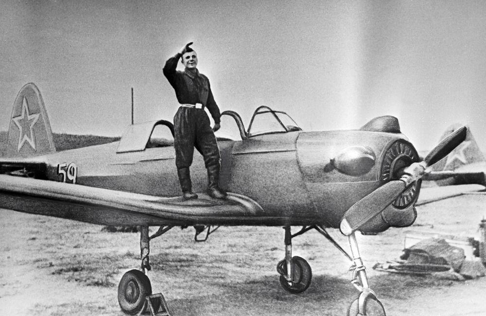 Yuri Gagarin – cadete da Escola de Aviação na cidade russa de Orenburgo