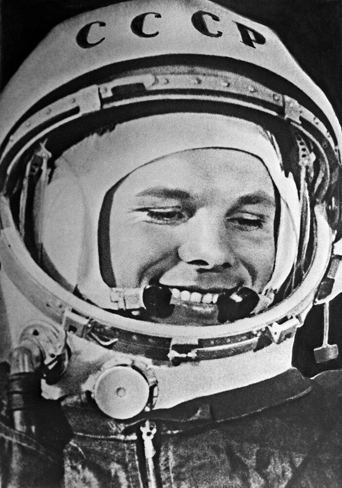 Yuri Gagarin (1934-1968), piloto e cosmonauta soviético, o primeiro homem a realizar um voo ao Espaço na nave Vostok 1 em 12 de abril de 1961