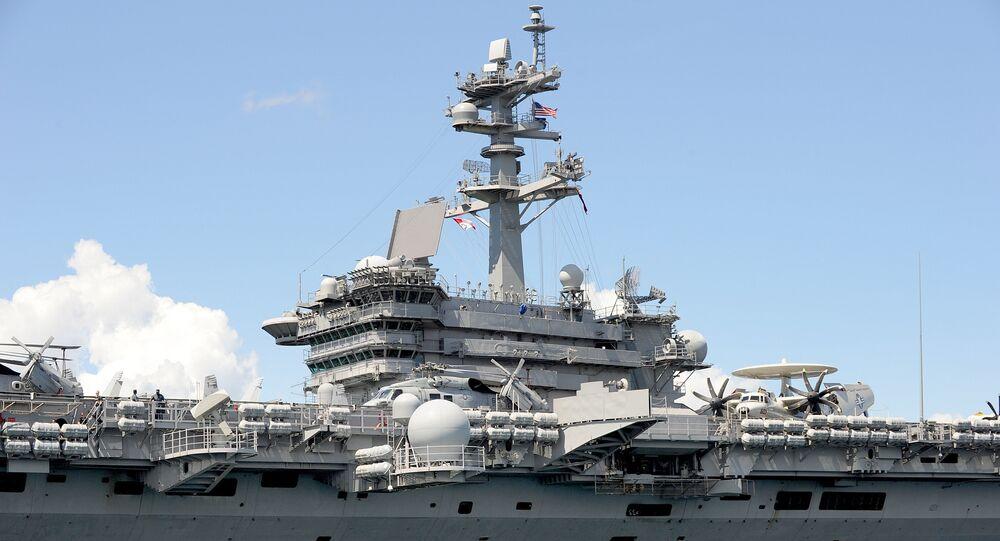 O porta-aviões norte-americano USS Carl Vinson