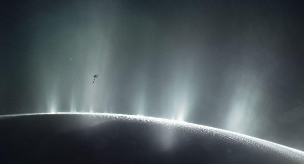Esta ilustração mostra o mergulho de Cassini através da pluma de Encélado em 2015. As descobertas do mundo oceânico feitas pela Cassini e pelo Hubble ajudarão a informar a exploração futura e a busca mais efetiva de vida além da terra.