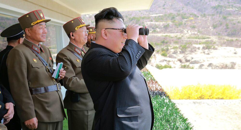 Kim Jong-un, líder norte-coreano observa treinamentos do Exército Popular da Coreia (foto de arquivo)