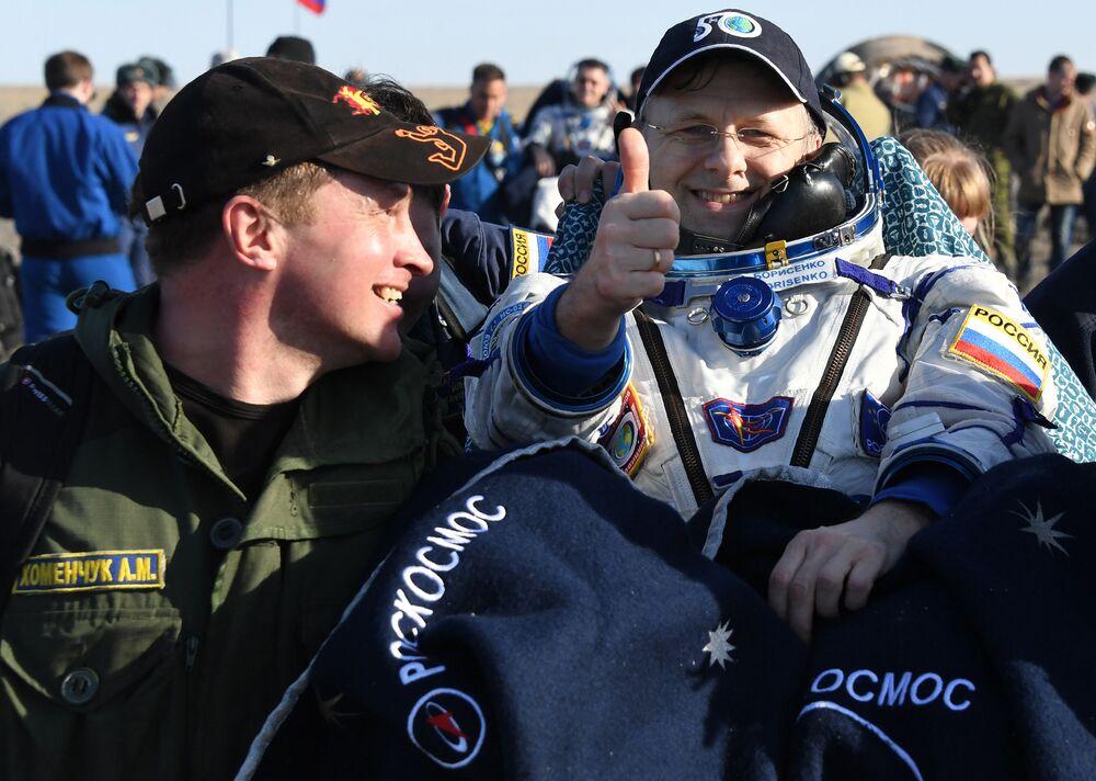 Membro da tripulação da Estação Espacial Internacional, Andrei Borisenko, após a aterrissagem da astronave tripulada Soyuz MC-02 no Cazaquistão