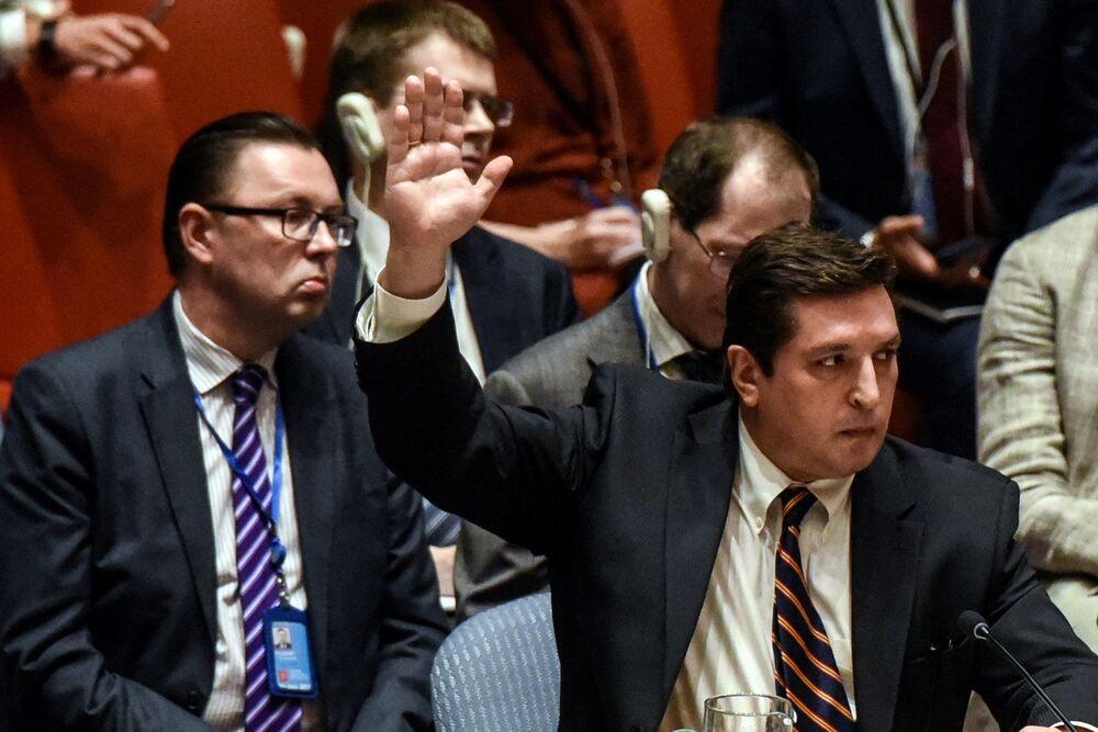 O representante temporário da Federação da Rússia junto à ONU, Vladimir Safronkov, durante uma sessão do Conselho de Segurança