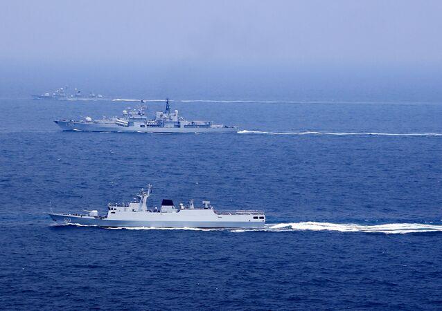 Navios chineses durante exercícios navais no mar da China Oriental (foto de arquivo)