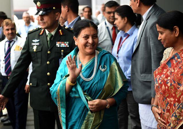 A President do Nepal Bidya Devi Bhandari chega ao aeroporto internacional Indira Gandhi em Nova Deli em April 17, 2017