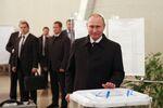 O presidente da Rússia, Vladimir Putin, visita zona eleitoral durante eleições parlamentares em Moscou, 18 de setembro de 2016