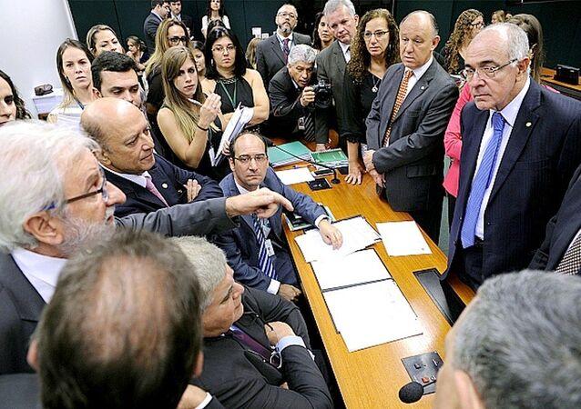 Falta de consenso entre oposição e governistas atrasou o andamento dos trabalhos da comissão da reforma da Previdência na Câmara
