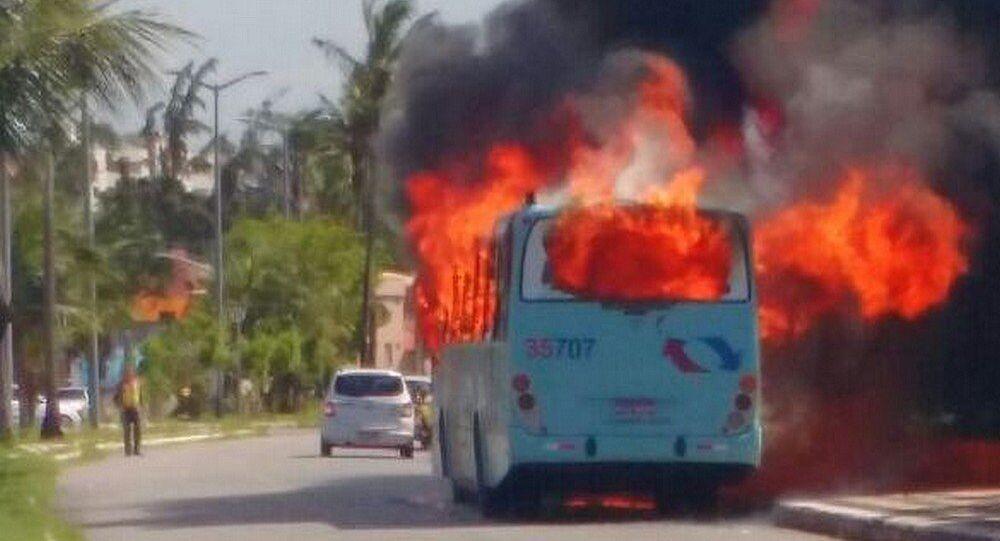 Um dos ônibus incendiados na Barra do Ceará