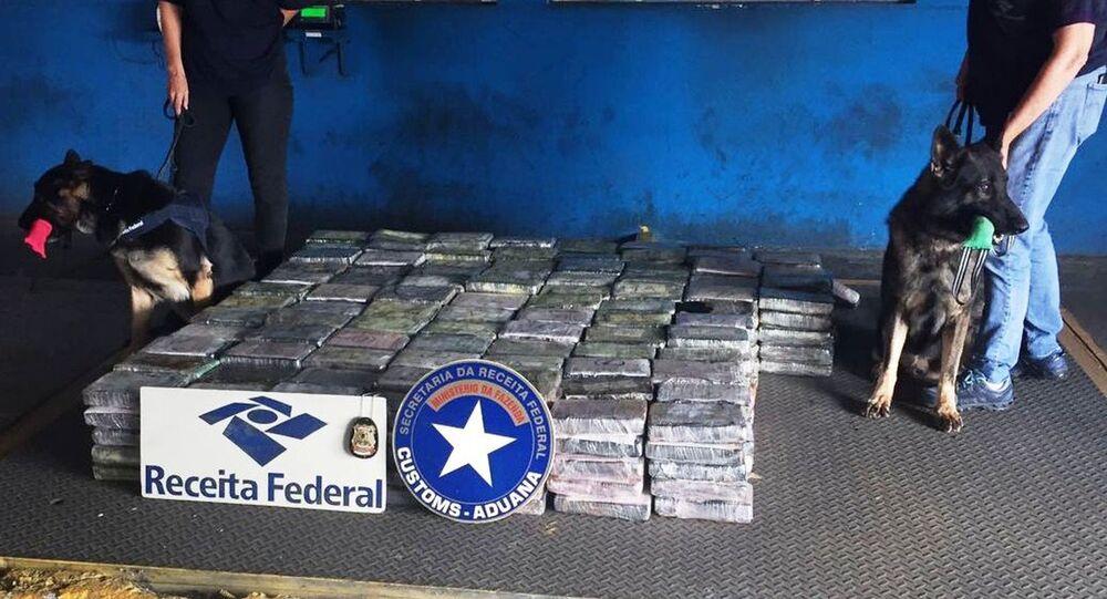 Mais de meia tonelada de cocaína apreendida por equipes da Receita e da Polícia Federal no porto de Santos