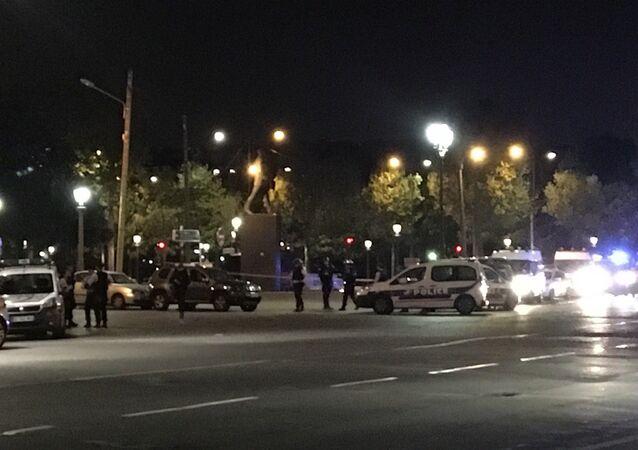 Polícia ocupa o centro de Paris após tiroteio na Champs-Elysées em 20 de abril de 2017