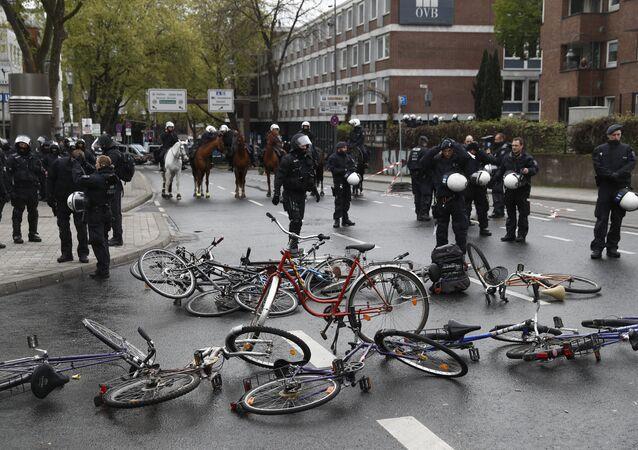 Congresso do partido de extrema direita alemão faz 50 mil manifestantes saírem à rua