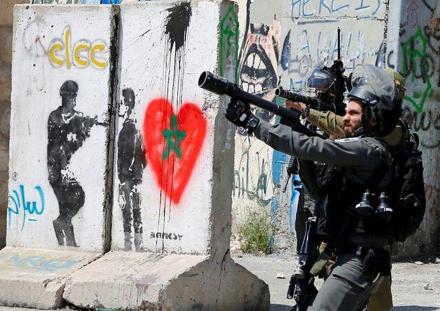 Soldados israelenses durante confrontos com palestinos em Belém