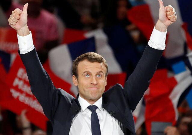 Emmanuel Macron,líder do movimento político En Marche !, ou seja Em Marcha!, e candidato à presidência francesa assista a um evento eleitoral durante sua campanha em Paris, França, abril 17, 2017.