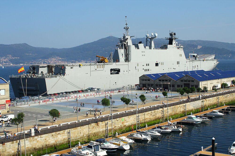 O Juan Carlos I é um navio de assalto anfíbio multifuncional espanhol. Foi construído em 2005 e batizado em homenagem a Juan Carlos I, o anterior rei da Espanha. O navio entrou em serviço em 2010. No início, o orçamento planejado foi de 360 milhões de euro (R$ 1,230 bilhões), mas no final o navio custou 462 milhões de euros (R$ 1,574 bilhões).