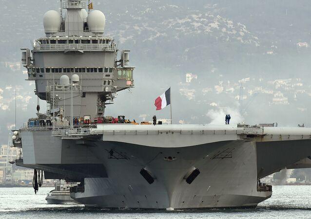 Charles de Gaulle (R91) é o navio-almirante da Marinha da França e o maior porta-aviões da Europa Ocidental. Entrou em serviço em 2001 e se tornou o primeiro navio de superfície francês de propulsão nuclear e o primeiro, e até agora o único, de propulsão nuclear concluído fora da Marinha dos Estados Unidos. Recebeu o nome do político francês e general Charles de Gaulle. Desde fevereiro de 2017, foi significativamente modernizado
